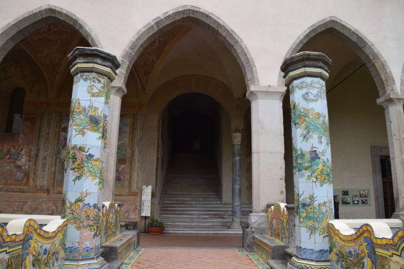 colonnes et voûtes cloître de santa chiara Naples