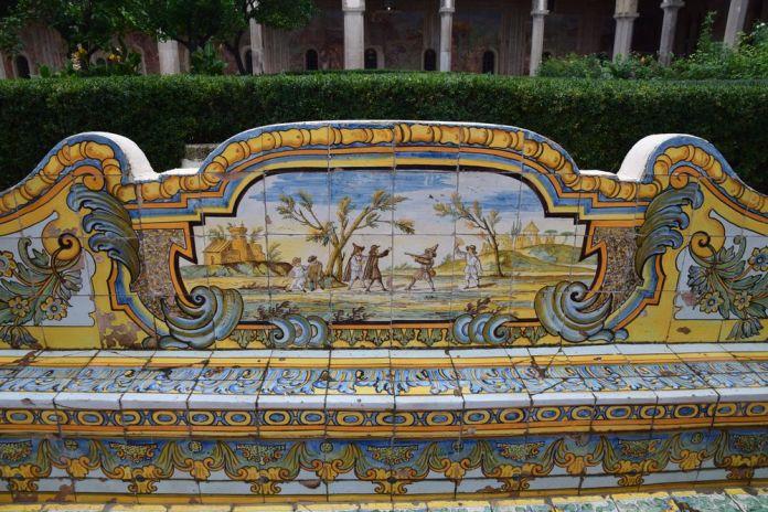 scénettes cloître santa chiara Naples