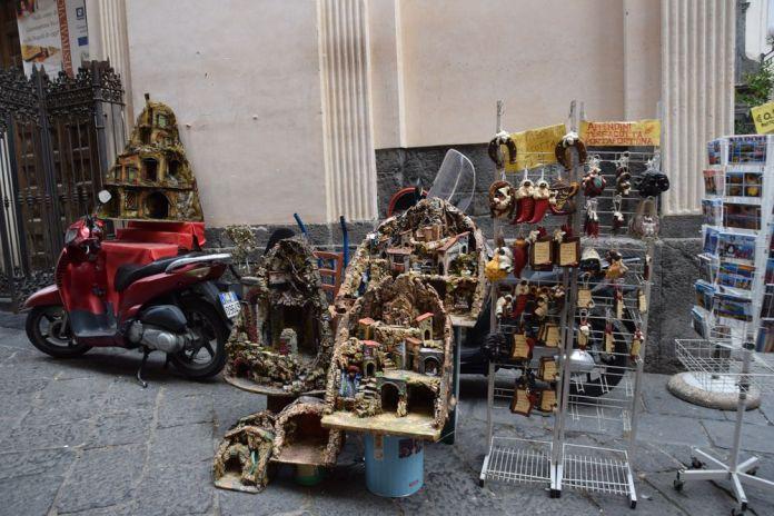 santons et crèches via san gregorio Armenio Naples