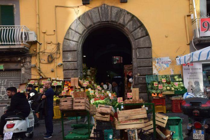Naples, scène de rue.
