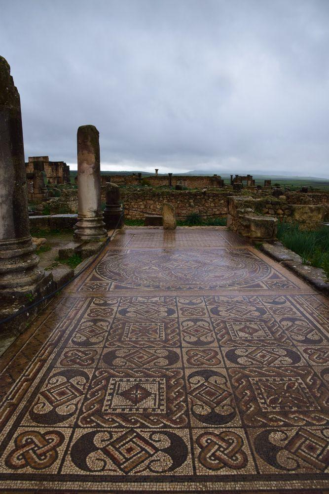 ensemble de mosaïques géométriques à Volubilis