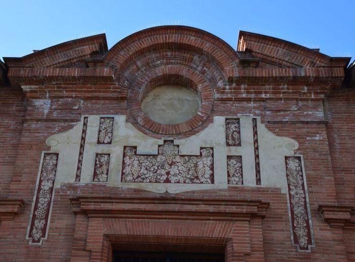 briques et motifs de raisins hall de paris à moissac