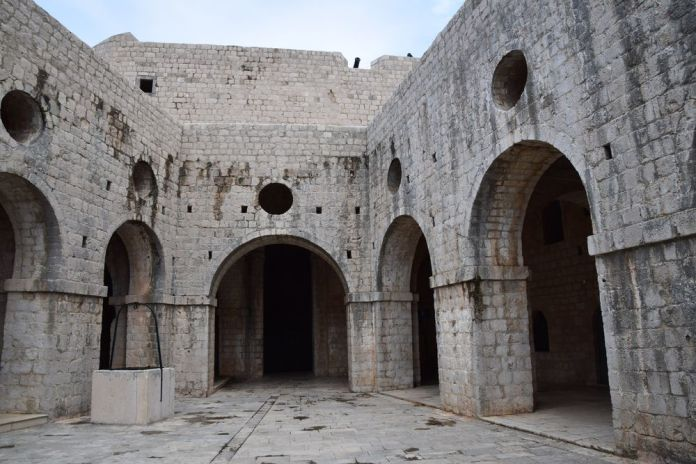 cour intérieure fort Lovrijenac dubrovnik
