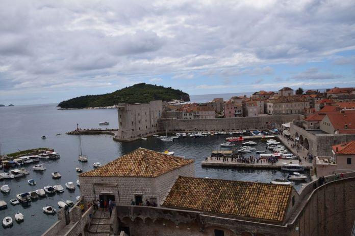 plongée sur le vieux port de Dubrovnik