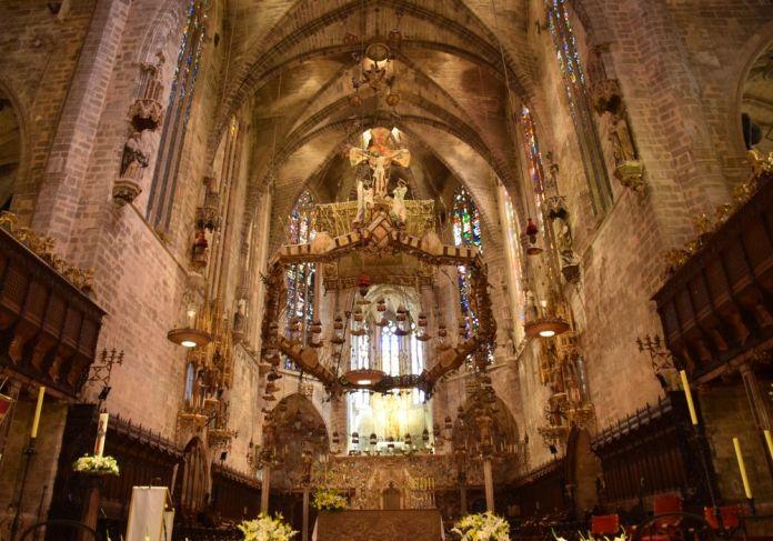 baldaquin de gaudi cathédrale de palma