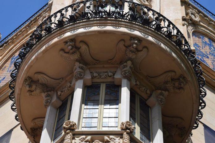 aigles sous le balcon angle gran hotel
