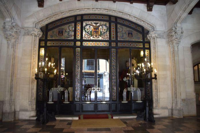 porte en vitraux du parlement palma