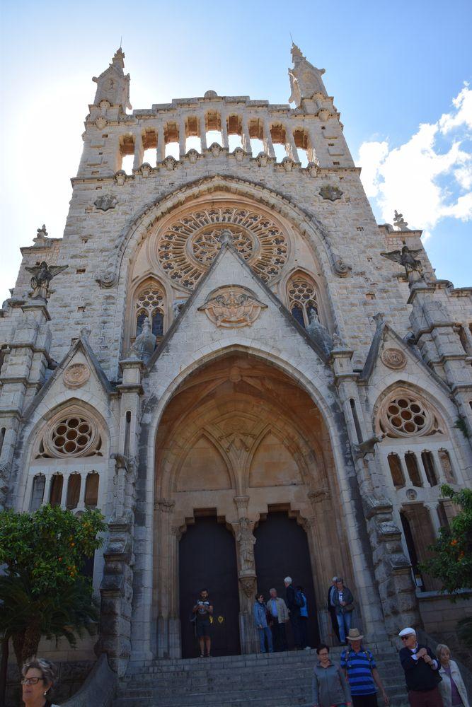tour aigues pierre rugueuse église soller