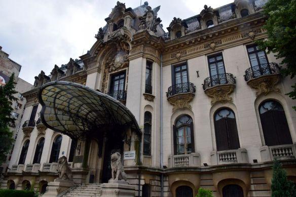 façade musée cantacuzino Bucarest