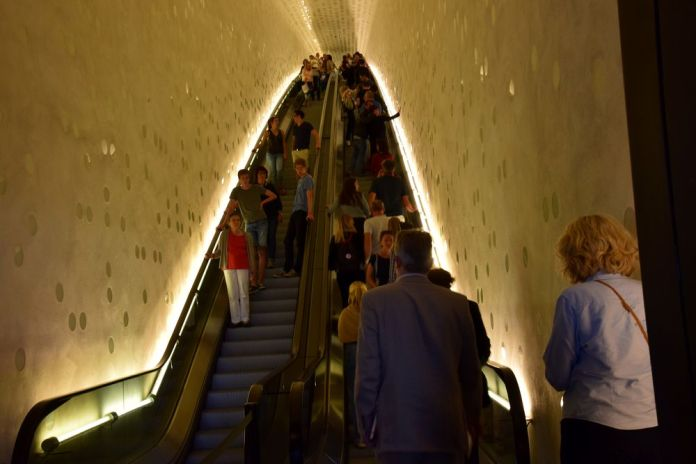 escalator elbphilarmonie hambourg