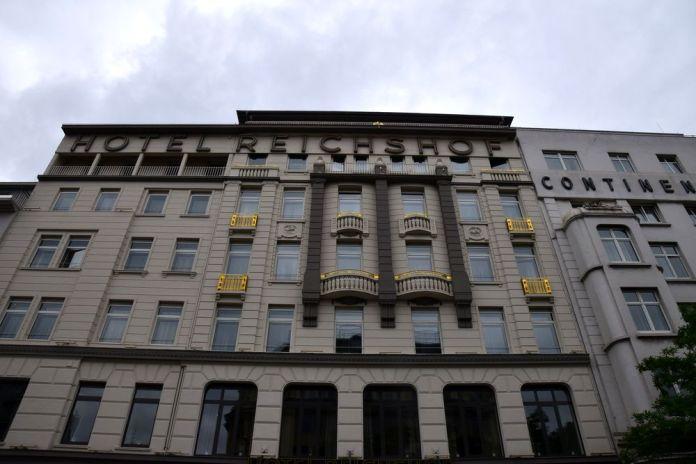 façade hôtel reichshof curio collection by hilton