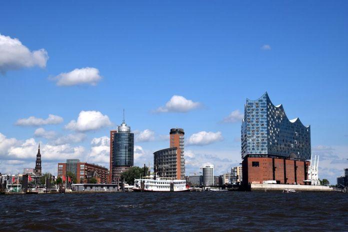 vue d'Hambourg depuis le bateau