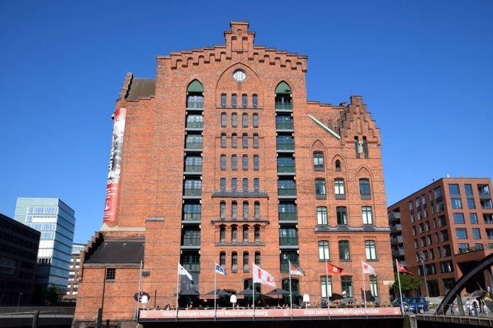 façade sur le fleuve du musée maritime Hambourg