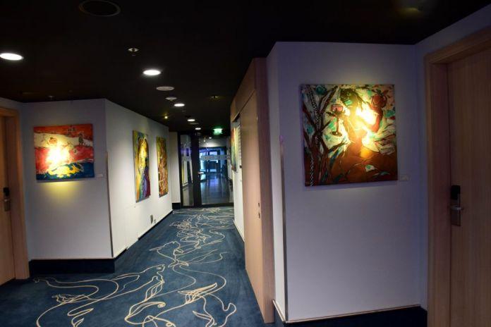 couloirs du scandic hotel emporio art hambourg