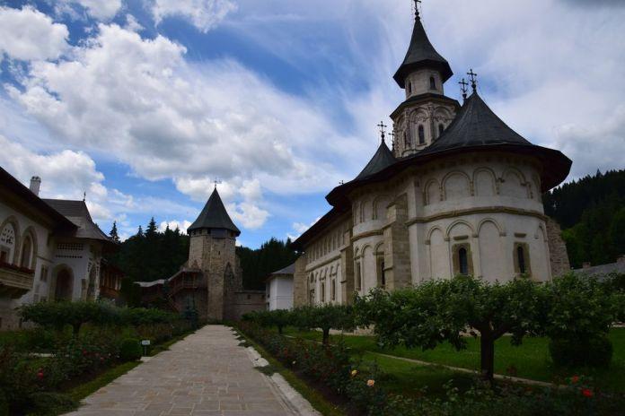 enclos autour de l'église de Putna