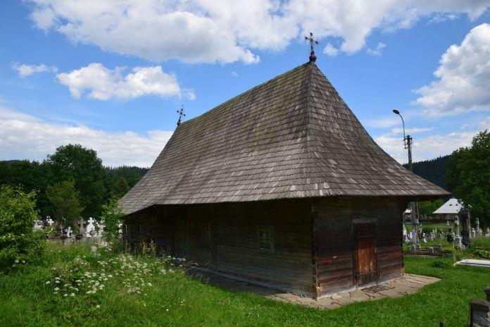 église en bois village de Putna