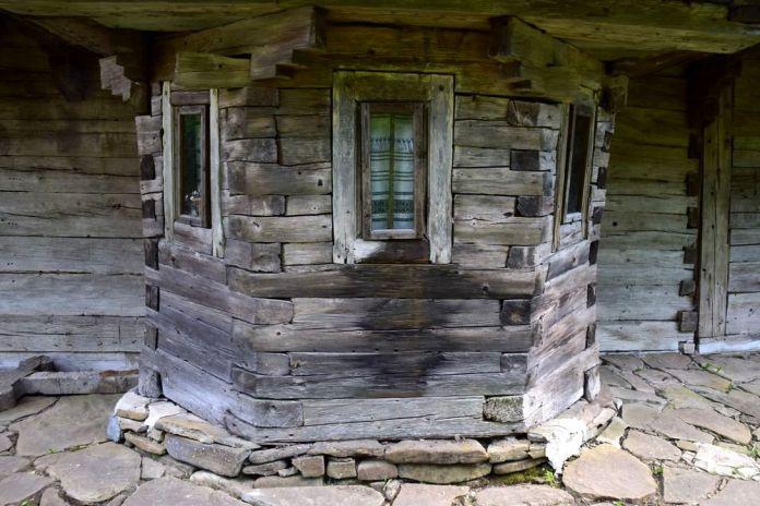poutre en bois église putna