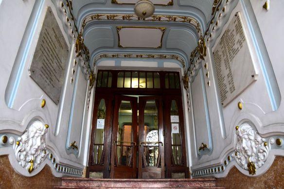 entrée du palais administratif cluj-napoca