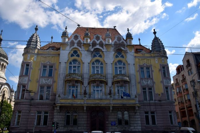 façade du palais administratif de Cluj-Napoca