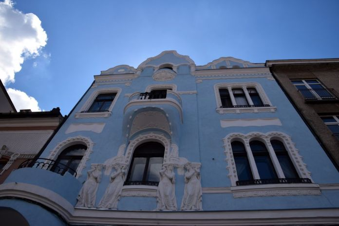 maison art nouveau bleu et blanc cluj-napoca
