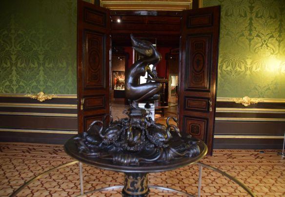 fontaine à vin du M museum leuvin louvain