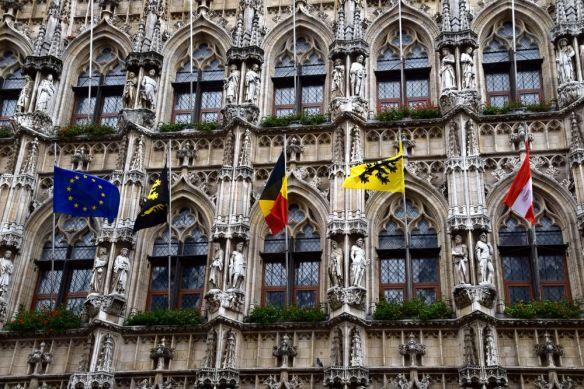 statues façade stadhuis leven louvain