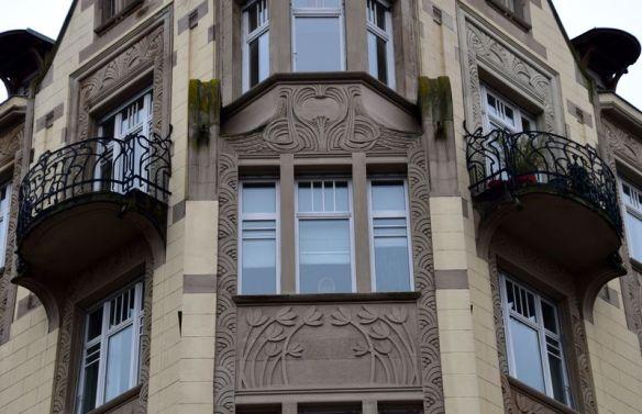 décors en arabesques et fleurs de lotus 3 rue sellenick strasbourg