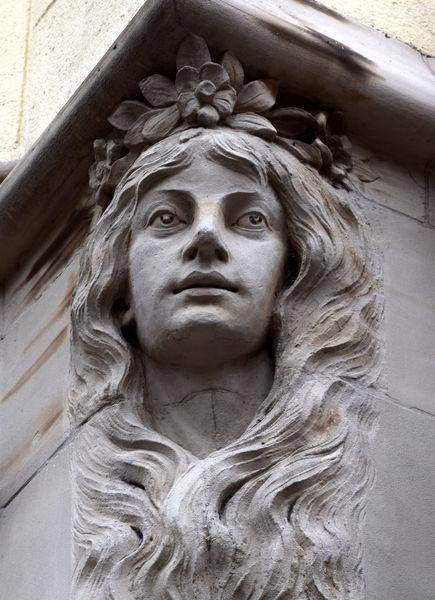 visage de femme art nouveau 3 rue sellenick