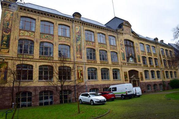 façade de l'école des arts décoratifs de Strasbourg briques et faïences