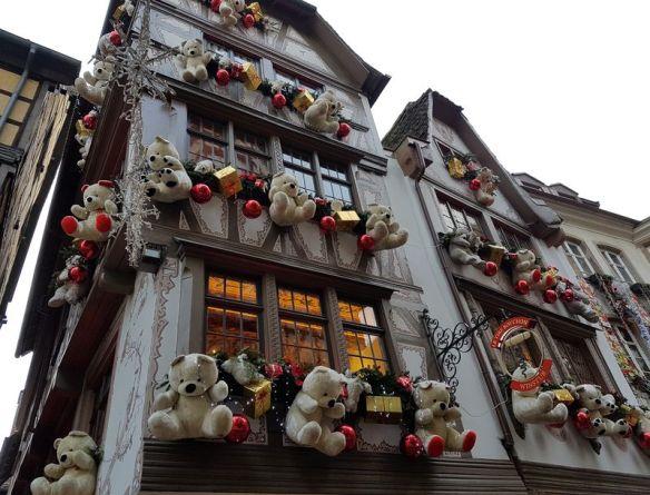 ours attendant le père Noël