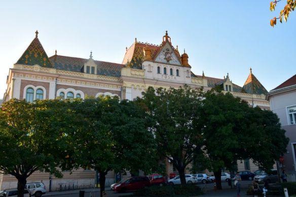 poste de Pécs tuiles vernissées