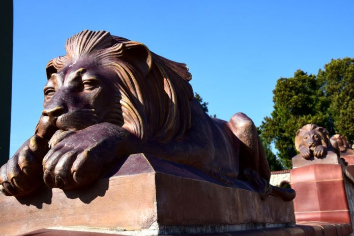 lion mausolée Zsolnay