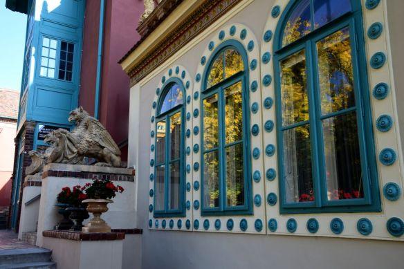 féroces gardiens cabochons céramique Quartier culturel zsolnay