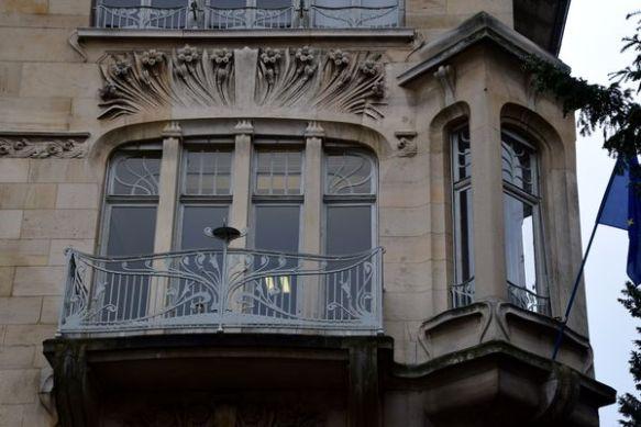 fenêtre surmontée de narcisses villa schutzenberger 76 allée de la Robertsau