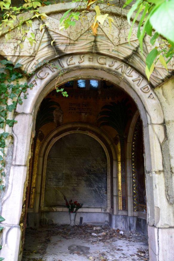 tombe abandonnée cimetière juif budapest