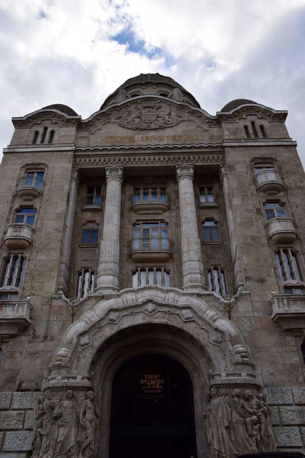 imposante porte bains gelléert Budapest