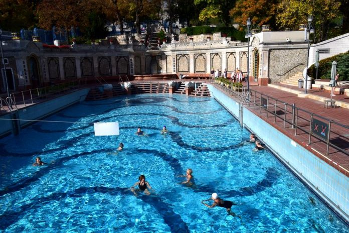 piscine extérieure bains gellért budapest