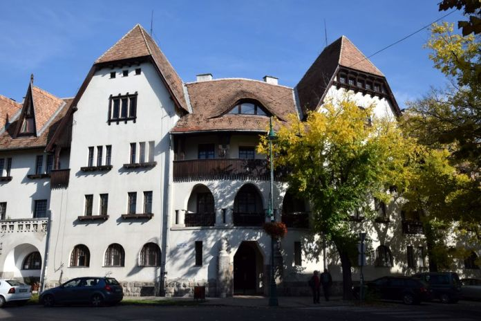 bois balcon wekerle budapest
