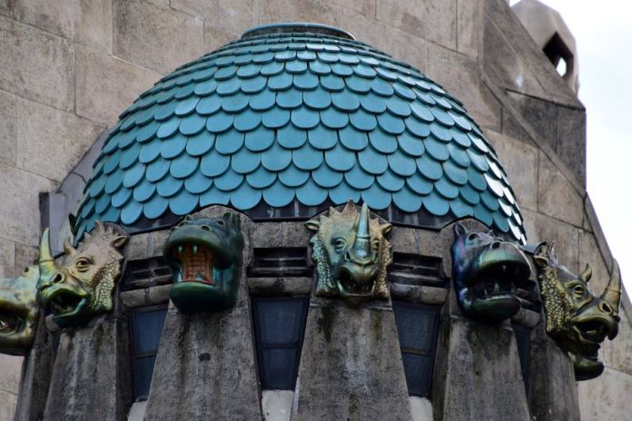 têtes d'animaux éosine zsolnay budapest