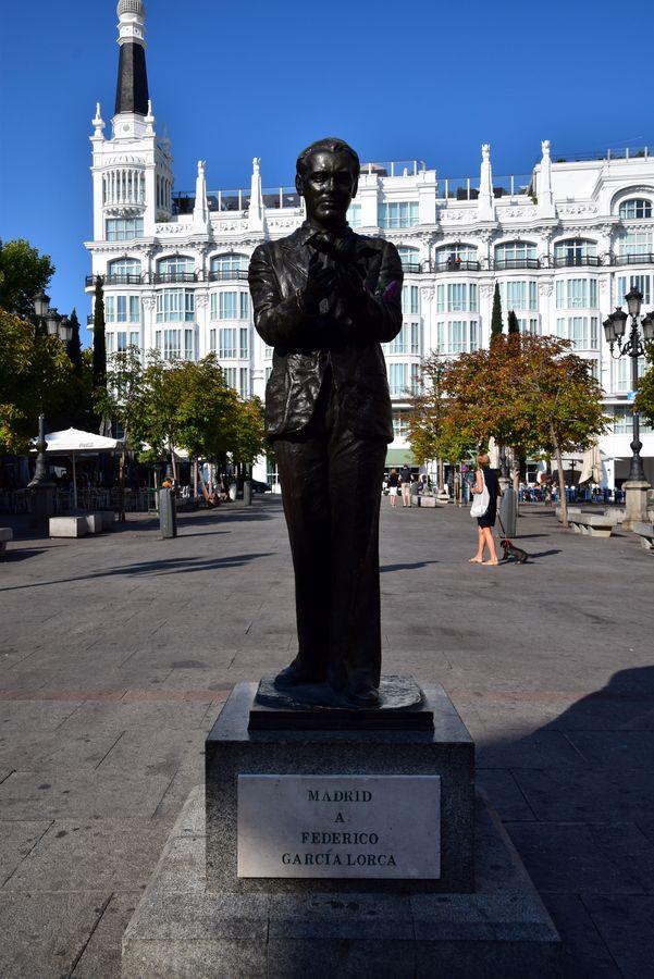 statue federico garcia lorca madrid