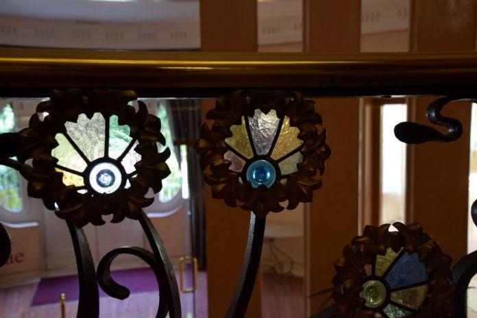 détail fleur rampe escalier palais longoria madrid