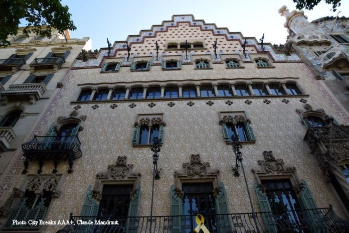façade de la casa amatller à barcelone