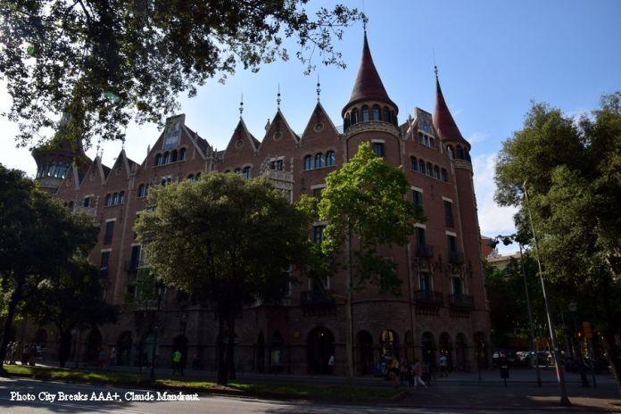 Casa de las Punxes tours pointues Barcelone
