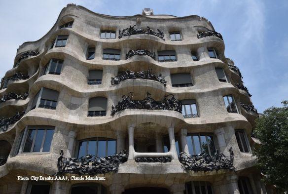 façade mouvementée de la Pedrera à Barcelone
