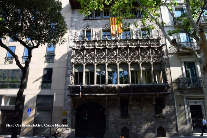 façade diagonal palais baro de Quadras