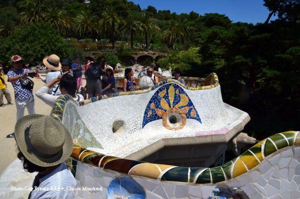 Pris d'assaut, les bancs en céramique du Park Güell