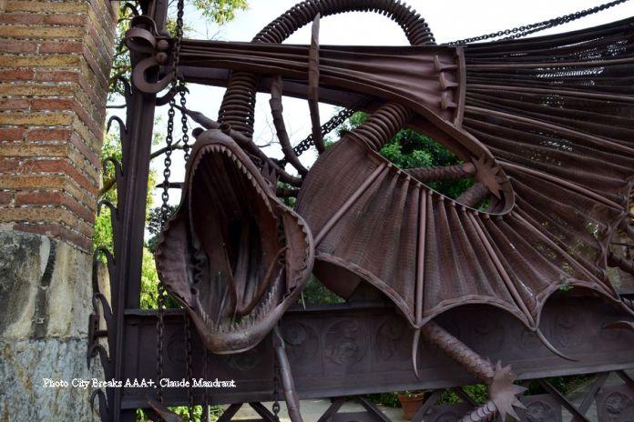 détail du redoutable dragon des Pavillons Güell