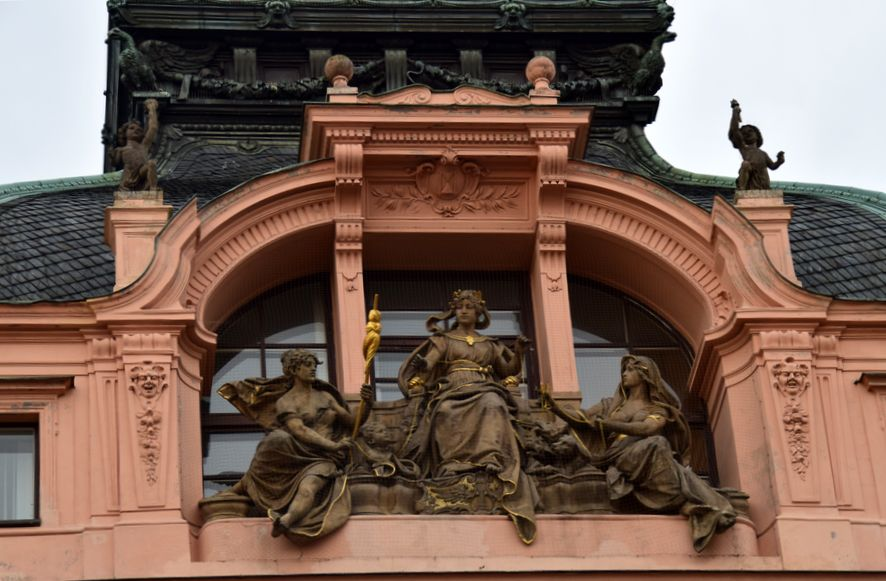 Prague, sculptures, femmes, ArtNouveau