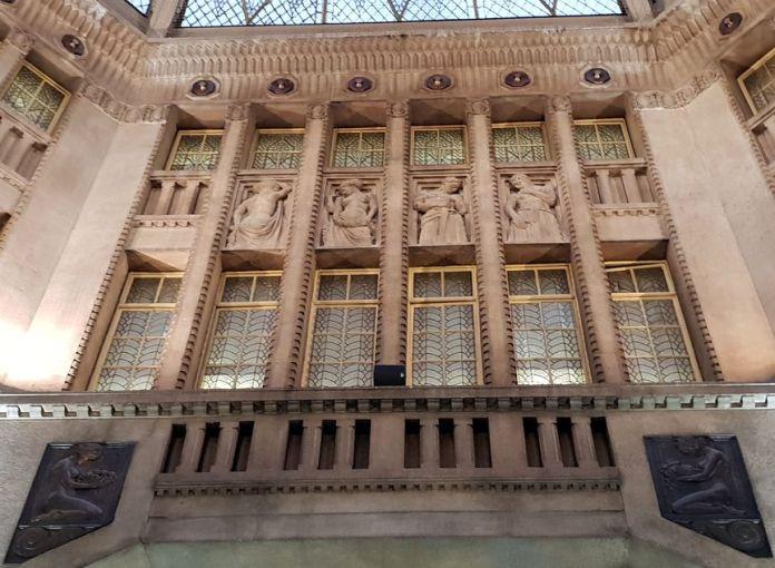 Prague, Koruna, ArtNouveau, sculptures, vitraux