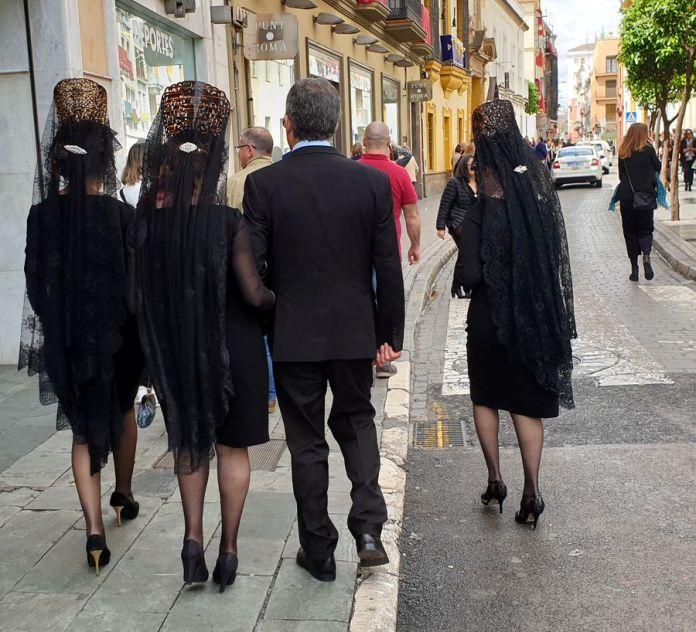 Séville, mantilles, noires